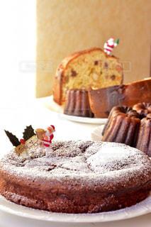 皿の上のケーキのスライスの写真・画像素材[851817]