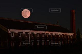 クロック タワーは夜ライトアップの写真・画像素材[855932]