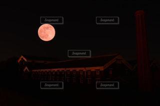 クロック タワーは夜ライトアップの写真・画像素材[855933]