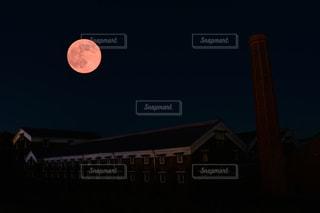 クロック タワーは夜ライトアップの写真・画像素材[855934]
