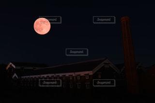 クロック タワーは夜ライトアップの写真・画像素材[855935]