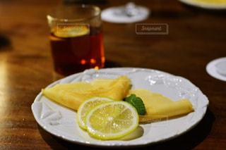 デザート,テーブル,フルーツ,皿,木製,レモン,紅茶,クレープ,檸檬,スライス
