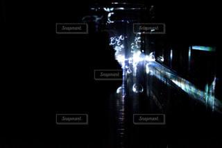夜のライトアップされた街の写真・画像素材[916154]