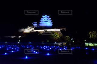 近くに夜の光の家のの写真・画像素材[916179]