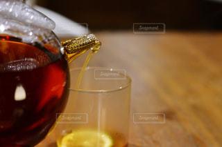 近くにワインのグラスのの写真・画像素材[928037]