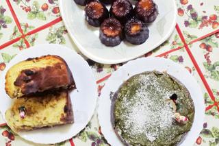 食べ物,冬,ケーキ,デザート,テーブル,皿,クリスマス,ハンドメイド,料理,カヌレ,手作り,カット,作品,盛り合わせ,複数,スライス,パネトーネ,配置,抹茶チーズケーキ