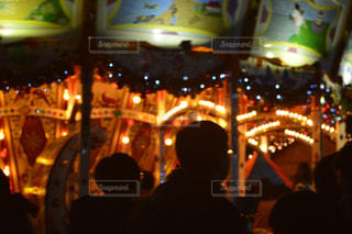 冬,夜,群衆,屋外,観覧車,暗い,光,人物,人,クリスマス,ドイツ,混雑,忙しい