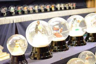 冬,夜,屋外,暗い,光,クリスマス,ドイツ,マーケット,スノードーム,複数,ガラスドーム