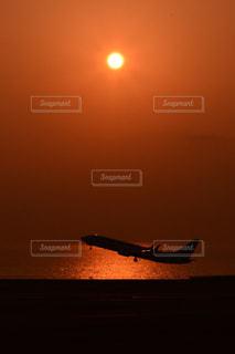 水の体に沈む夕日 - No.984498