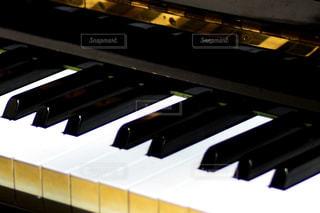 ピアノの鍵盤の写真・画像素材[995262]