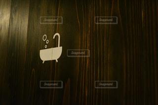 近くにカーテンのアップの写真・画像素材[1023753]