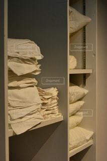 寝室ベッドと鏡 - No.1023758