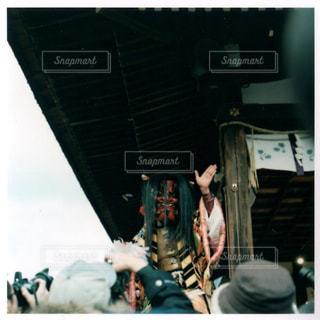 飛行機の周りに立って人々 のグループの写真・画像素材[1023770]