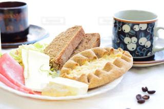 クローズ アップ食べ物の皿とコーヒー カップの写真・画像素材[1152306]