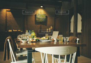 ダイニング ルームのテーブルの写真・画像素材[1152366]