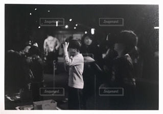 観衆の前で立っている人のグループの写真・画像素材[1181633]
