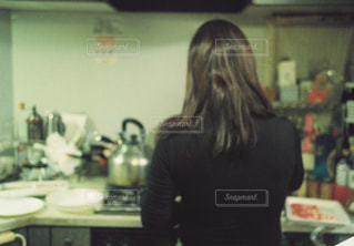 女性,キッチン,屋内,人物,壁,人,台所,フィルム,母,ママ,お母さん