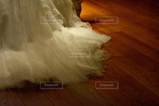 木の床が付いているベッドの写真・画像素材[1232128]