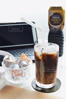 テーブルの上のコーヒー カップの写真・画像素材[1260545]