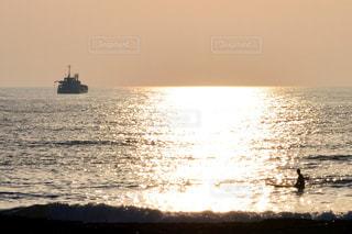 風景,海,空,夕日,屋外,太陽,舟,サーフボード,水面,海岸,オレンジ,三国サンセットビーチ