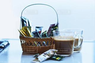 テーブルの上のコーヒー カップの写真・画像素材[1307253]