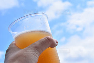 空,屋外,青空,水面,人物,人,ビール,ドリンク,飲料,夏バテ,インスタ映え,熱中症対策