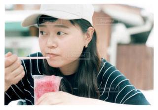帽子をかぶっている女性の写真・画像素材[1358987]
