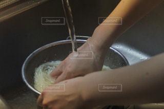食事,キッチン,屋内,水,手,人物,人,料理,調理,夏バテ,熱中症対策