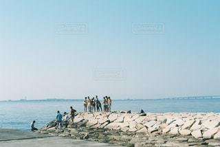 ビーチの人々 のグループの写真・画像素材[1402987]
