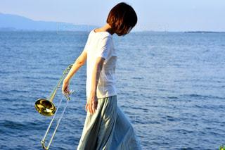 人間の体内水のボートの背中に乗っての写真・画像素材[1407092]