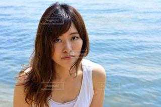 水に立っている女性の写真・画像素材[1407247]