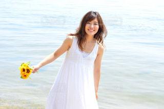 ビーチに立っている人の写真・画像素材[1407292]