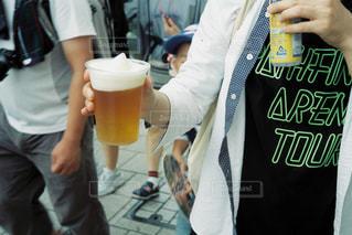 カップを保持している人の写真・画像素材[1432047]