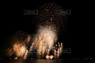 空に花火の写真・画像素材[1450344]