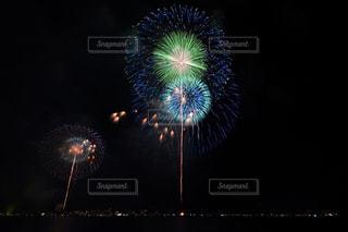 夜空の花火の写真・画像素材[1450345]