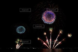 空に花火の写真・画像素材[1450354]