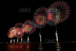 空に花火の写真・画像素材[1450385]