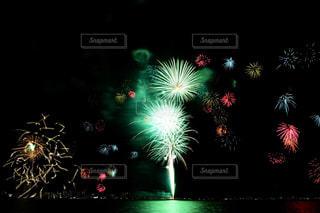 空に花火の写真・画像素材[1450400]