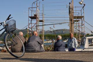 人が自転車の後ろに乗っての写真・画像素材[1458308]