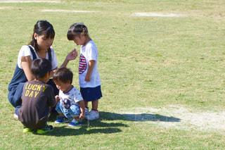 フィールドでサッカー少年の写真・画像素材[1646558]