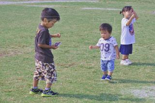 フィールドでサッカー少年の写真・画像素材[1646565]