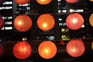 テーブルの上のオレンジのグループの写真・画像素材[1709328]