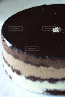 皿にチョコレート ケーキの写真・画像素材[1791315]