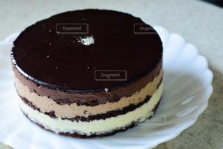 皿にチョコレート ケーキの写真・画像素材[1791323]