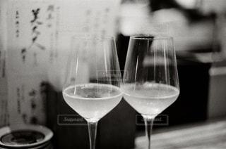 モノクロ,メニュー,ワイン,ボトル,グラス,乾杯,フィルム,ドリンク,女子会,シャンパン,デート,アルコール,フィルムカメラ,白ワイン,飲料,フィルム写真,モノクロ写真,デザート ワイン