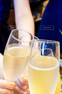 屋内,結婚式,テーブル,人物,人,ワイン,グラス,乾杯,飲み会,ドリンク,女子会,シャンパン,アルコール,白ワイン,手元,飲料,飲む,二次会