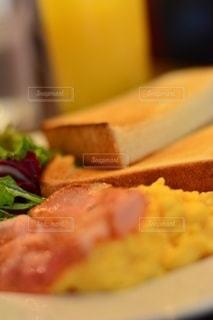 食べ物の皿のクローズアップの写真・画像素材[2513856]