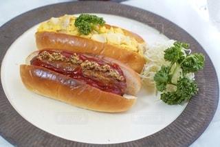 食べ物,朝食,パン,テーブル,野菜,皿,サンドイッチ,食品,肉,おいしい,たまごサンド,ソーセージ,ホットドッグ,ホットドック,アンバサダー,ソーセージのパン,ジョンソンヴィル