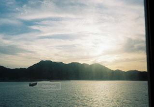 自然,風景,空,屋外,湖,太陽,雲,ボート,船,水面,海岸,山,光,旅行,岬,日中,クラウド