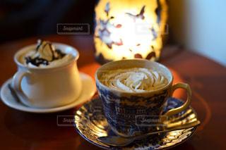 テーブルの上でコーヒーを一杯の写真・画像素材[2921687]